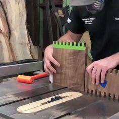 Work smarter, not harder⠀ .⠀ via Menuiserie Work smarter, not harder - Woodworking Projects Beginner Woodworking Projects, Woodworking Techniques, Woodworking Projects Diy, Woodworking Bench, Fine Woodworking, Diy Wood Projects, Wood Crafts, Popular Woodworking, Japanese Woodworking