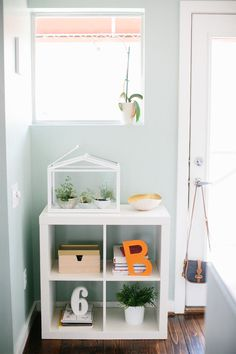 Check out Ashley Rose's adorable use of EXPEDIT at theeverygirl.com.