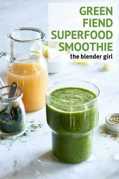 Green Wheatgrass Smoothie | Superfood Smoothie | The Blender Girl #greensmoothierecipe #superfoodsmoothie