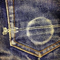 I saved this pin for the detailing on the pocket. Its clever how the scissors are pointing towards a line.