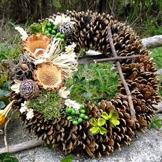Dušičkový věneček - S proteou / Zboží prodejce sanvitalka | Fler.cz Fall Wreaths, Christmas Wreaths, Yellow Bouquets, Diy Centerpieces, Wedding Flower Arrangements, Pine Cones, Beautiful Bride, Funeral, Diy And Crafts