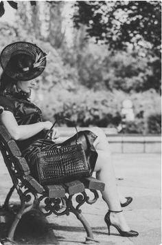 Un look de aire retro con un toque de auténtico #vintage hoy en el blog.  Fotografía: Salvador García  Modelo: Agnieszka Zurek Estilismo: Zsa Zsa Zsú