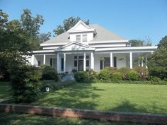 OldHouses.com - 1910 Colonial - Superb Curb Appeal... in Whitakers, North Carolina