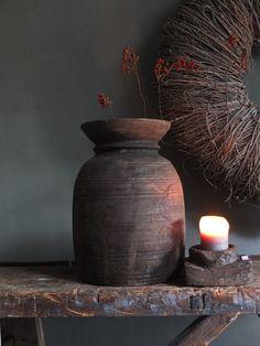Grote oud houten kruik | waterkruik | India | Robuust | Stoer | Sober | Landelijke woonaccessoires |  Old wooden vase | Rustic  www.stylingandlivingshop.nl
