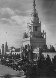 Exterior of the Tower of Jewels building, with other buildings of the Panama Pacific International Exhibition in the background. San Francisco, 1915