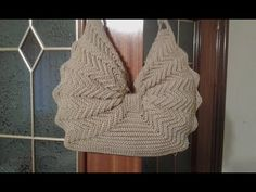 Christmas crochet bag 2018 Best Picture For Crochet Pattern stitches videos For Your Taste You are looking for something, and it is going to tell. Crochet Bag Tutorials, Crochet Flower Patterns, Crochet Videos, Crochet Pouch, Crochet Lace, Crochet Stitches, Crochet Handbags, Crochet Purses, Knitted Bags