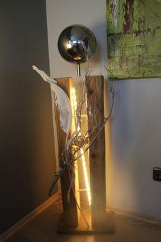 GS23 - Große exclusive Dekosäule! Gespaltene Säule aus altem Holz, natürlich dekoriert mit einer großen und kleinen Edelstahlkugel! Preis 139,90€ - Aufpreis mit Beleuchtung 10€