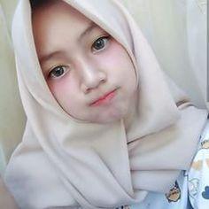 Artika Sari Beautiful Girl with Hijab - Hijaber Manja Beautiful Hijab Girl, Beautiful Muslim Women, Cute Asian Girls, Cute Girls, Hijab Fashion, Girl Fashion, Girl Hijab, Muslim Girls, Ulzzang Girl