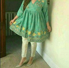 Pakistani Frocks, Simple Pakistani Dresses, Pakistani Fashion Casual, Pakistani Dress Design, Pakistani Suits, Stylish Dresses For Girls, Stylish Dress Designs, Casual Dresses, Casual Outfits