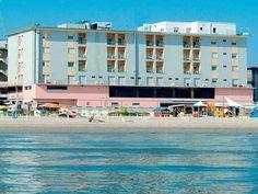 Hotel Blumen w Rimini. Zobacz terminy i ceny: http://www.traveliada.pl/wczasy/hid,14955/