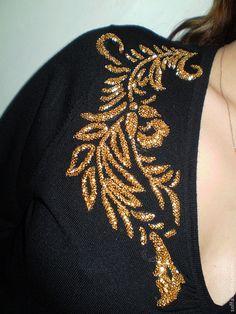 Zardozi Embroidery, Bead Embroidery Patterns, Tambour Embroidery, Embroidery Works, Couture Embroidery, Creative Embroidery, Embroidery Fashion, Silk Ribbon Embroidery, Hand Embroidery Designs