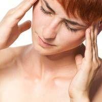 Jak působí kopretina řimbaba proti migréně, PMS a zánětům?