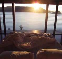 I want this , I wanna wake up infront this view :'(