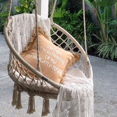 bohemian love at home . Ibiza Style Interior, White Bohemian, Bohemian Style, Porche, Deco Boheme, Ibiza Fashion, Swinging Chair, Hammock Chair, Exterior