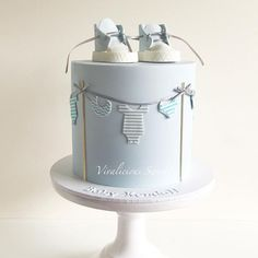 Are you expecting a baby boy? Make sure you get a cake for the shower which reflects just that! We have collected 25 baby shower cake ideas for boys! Torta Baby Shower, Baby Shower Cakes For Boys, Baby Boy Cakes, Baby Shower Parties, Baby Boy Shower, Cake For Baby, Babyshower Cake Boy, Baby Showers, Gateau Baby Shower Garcon