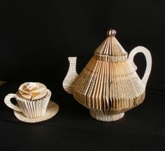 Folded book teapot and cup with saucer by Clara Maffei. Folded Book Art, Paper Book, Paper Art, Paper Crafts, Old Book Crafts, Book Page Crafts, Sculpture Textile, Book Sculpture, Old Book Pages