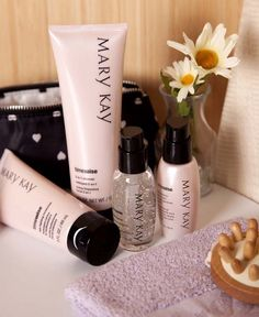 Mary Kay Timewise kit for normal/dry skin or oily Mary Kay Timewise kit for normal/dry skin. day solution sunscreen board spectrum SPF and a night solution Mary Kay Other Mary Kay Miracle Set, Mary Kay Ash, Mary Kat, Mary Kay Cosmetics, Lr Beauty, Timewise Miracle Set, Mary Kay Brasil, Selling Mary Kay, Firming Eye Cream