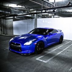 Beautiful Blue Nissan GT-R! Dayum!