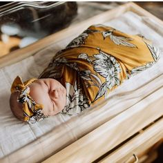 Fantastic baby arrival tips are readily available on our internet site. Take a look and you wont be sorry you did. 3 Month Old Baby, Baby Swaddle Blankets, Fantastic Baby, Baby Arrival, Pregnant Mom, Baby Sleep, Mom And Dad, Baby Items, Internet