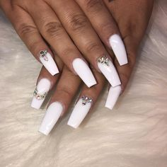 Semi-permanent varnish, false nails, patches: which manicure to choose? - My Nails Perfect Nails, Gorgeous Nails, Pretty Nails, White Nails, Red Nails, Hair And Nails, White Nail Art, Glam Nails, Bling Nails