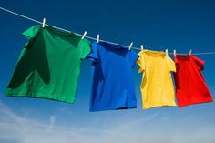 When dye runs in the wash, don't panic – it can be removed! Read on for tips on how to remove dye from white and coloured clothes. Washing Soda, Laundry Hacks, Laundry App, Clothes Line, Washing Clothes, Alter, Housekeeping, Primary Colors, Bunt