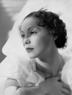Steffi Duna (1910-1992) When she first came to Hollywood in 1932, Duna could not speak a word of English. She made up her mind to learn quickly. Directors advised her to stay away from her Hungarian friends to speed up her learning of English. Within a few years she could speak six different languages. During the 1930s Duna played a variety of nationalities. However, despite her European background, she was often cast as fiery Latin femmes fatales