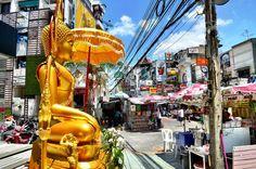 Paket Tour Bangkok, Letak Kota Bangkok yang berada di dekat pantai utara dekat Teluk Thailand, menjadikan kota Bangkok ini sebagai kota yang eksotis dan menawarkan wisata keindahan arsitektur budaya kuno dan wisata modern. Tempat wisata di Bangkok ini cukup perhatian para wisatawan mancanegara yang bertujuan untuk melepaskan diri dari segala kepenatan aktivitas atau sekedar menghabiskan waktu liburan.