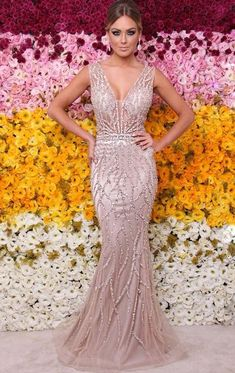 Swans Style is the top online fashion store for women. Shop sexy club dresses, jeans, shoes, bodysuits, skirts and more. Beautiful Gowns, Beautiful Outfits, Homecoming Dresses, Wedding Dresses, Dress Vestidos, Formal Gowns, Dream Dress, Pulls, Elegant Dresses