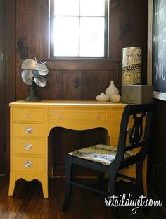 Would love a splash of yellow in my kitchen. This little yellow desk would fit the bill.Chalk Paint® by Annie Sloan Decor, Redo Furniture, Yellow Desk, Yellow Furniture, Furniture Rehab, Furniture Inspiration, Furniture Makeover, Yellow Painted Furniture, Dyi Furniture