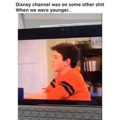Need a good laugh after a long day staring at your office walls? These entertaining videos will make you happy. Funny Video Memes, Funny Relatable Memes, Funny Posts, Haha Funny, Stupid Funny, Funny Cute, Really Funny, Disney Memes, Funny Disney