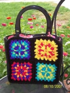 How to Crochet Granny Squares - HubPages Free Crochet Bag, Crochet Shell Stitch, Crochet Gratis, Crochet Bags, Crochet Summer, Granny Square Bag, Crochet Granny Square Afghan, Granny Granny, Square Blanket