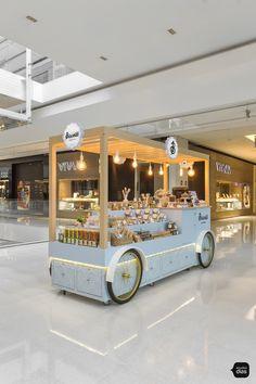Biscoitê | Carrinhos para Shopping | Studio Dias Kiosk Design, Cafe Design, Booth Design, Retail Design, Store Design, Coffee Carts, Coffee Truck, Coffee Shop, Food Cart Design