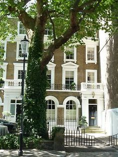 """tisclassy: """" plane-ticket: """" Chelsea, London """" This is where my family vacations! Chelsea is like a second home. London Townhouse, London Apartment, London House, London Life, Beautiful Homes, Beautiful Places, Chelsea London, London England, Curb Appeal"""