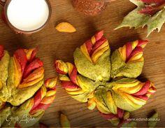 Вот и осень пришла, яркая листва играет в осеннем солнце. Попробуйте осенний овощной хлеб «Листья». Рецепт теста — известный многим австралийский хлеб, формовка сегментов-листьев — по мотивам мастер-классов круглых пирогов-цветков В. Цуркан. В рецепте объединила цветное овощное тесто и приготовление пирога слоями, изменила формовку под форму листа клена, и получился осенний хлеб. Приятного аппетита! Pie Crust Designs, Flatbread Pizza, Perfect Food, Food And Drink, Dishes, Cooking, Plate, Kochen, Tableware