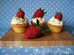 Miss Blueberrymuffin's kitchen: Erdbeer-Mandel-Cupcakes