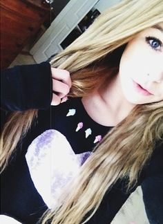 {FC: Acacia Clark} Hey I'm Skylar I'm 16 and single! I'm a huge flirt and I'm a girly girl! I love to cook, bake, sing, dance, and cheer! I have a twin sister (brunette acacia) intro? Acacia Clark, Dance Moms Paige, Pretty People, Beautiful People, Beautiful Body, Selfies, Paige Hyland, Acacia Brinley, Tumblr Girls