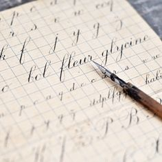 Image of Antique French Cursive Writing Guide French Cursive, French Antiques, Vintage Antiques, Writing Guide, Lost Art, Penmanship, Writing Paper, Writings, Creative Writing