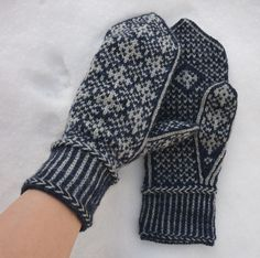Ravelry: January Mittens pattern by Hanna Leväniemi Knitting Charts, Knitting Stitches, Free Knitting, Knitting Socks, Knitting Patterns, Knitting Ideas, Mittens Pattern, Knit Mittens, Mitten Gloves