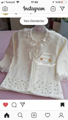 Baby Girl Sweaters, Knitted Baby Clothes, Crochet Baby Shoes, Knit Crochet, Baby Cardigan Knitting Pattern Free, Baby Knitting Patterns, Baby Girl Patterns, Baby Sewing, Diy Clothes