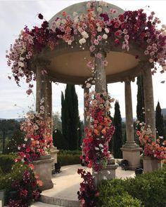 Via @novikovamasha 🌺🌸 #worldsuniquedesigns #loveit #greece #flowers #iloveflowers #flowerslovers #design #flowerdesign #colorful #green #garden #flowerart #flowereffect #designlove #designideas #likepost #likelikelike