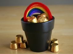 St Patrick's Day craft: pot of gold (with edible rolo's, yum!)
