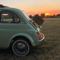 Fiat500nelmondo (@fiat500nelmondo) • Foto e video di Instagram Fiat 500, Hippie Car, Photo Wall Collage, Cute Cars, Old Cars, Dream Life, Baby Car, Vintage Cars, Dream Cars