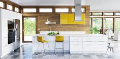 New IKEA SEKTION kitchen RINGHULT high gloss white and JÄRSTA high gloss yellow (CNW Group/IKEA Canada)