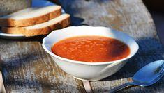 Vöröslencse leves- hozzávalók:  20 dkg vöröslencse 3 fej vöröshagyma 30 dkg burgonya 8 adag fokhagyma 1 adag olaj 2 teáskanál római kömény 1 kávéskanál kurkuma ízlés szerint konyhasó 1 csokor koriander 3 evőkanál friss citromlé ízlés szerint bors 1 liter csirkehúsalaplé Food Styling, Fondue, Paleo, Veggies, Cheese, Ethnic Recipes, Soups, Cilantro, Vegetable Recipes