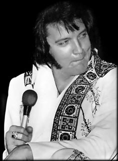 {*Elvis gorgeous man*}