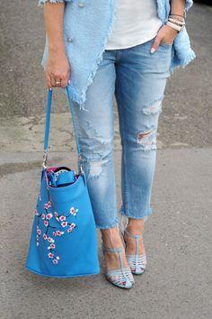 Modrá je dobrá, ale jak ji správně nosit? Jakou barvou ji nejlépe doplnit? #skolastylu #jakseoblekat #jaknosit #inspirace #denim Daniel Wellington, Bucket Bag, Personal Style, Blue, Outfits, Fashion, Moda, Suits, Fashion Styles