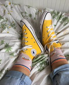 Yellow All Star Converse High trainers. In version also rising they are canons, Converse yellow 🌞🌞 S Style Converse, Yellow Converse, Outfits With Converse, Converse All Star, Converse Shoes, Converse High, Baskets Converse, Converse Trainers, Ladies Converse