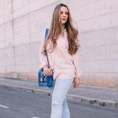 http://www.pintalabios.info/es/look-dia/view/es/276 Nuevo #Look #LookDelDia en pintalabios.info COLORFUL SANDALS         Today I decided to rewear this awesome hearted print shirt, paired with my new pair of ripped jeans and these awesome colorful sandals which I am in love. Hoy he decidido volver a ponerme ésta preciosa camisa con estampado de corazones, y combinarla con mis nuevos jeans rotos y sandalias de tacón de las que vivo enamorada         Regístrate en pintalabios.info y haz…