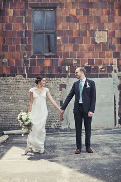 vintage inspired wedding at the Milwaukee County Historical Center, photo by Woodnote Photography via junebugweddings.com