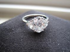 hi all, i would like advice on resetting my oval diamond i cant make up my mind weather to go with a three stone oval with two smaller ovals on the side or. Oval Engagement, Round Diamond Engagement Rings, Oval Diamond, Diamond Rings, Diamond Jewelry, Three Stone Rings, Ring Earrings, Beautiful Rings, Ring Designs